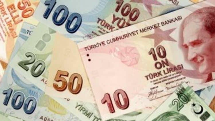 """في أسوأ مستوى لها.. الليرة التركية تهبط كاسرة حاجز الـ""""6″ دولارات"""