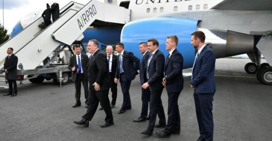 وزير الخارجية الأميركي لدى وصوله للمشاركة في الاجتماع الوزاري لمجلس القطب الشمالي في فنلندا (أ.ف.ب)
