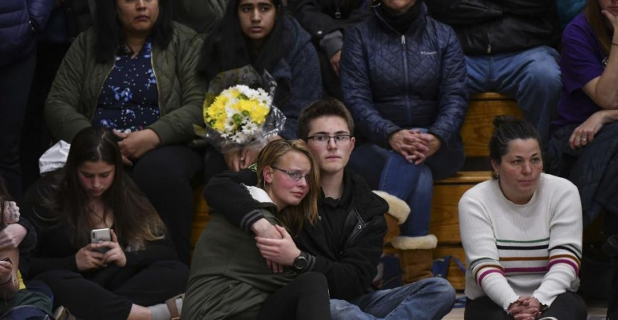 الأربعاء قُتل طالب وأصيب ثمانية آخرون بعد اقتحام طالبين مدرسة بكولورادو (الفرنسية)