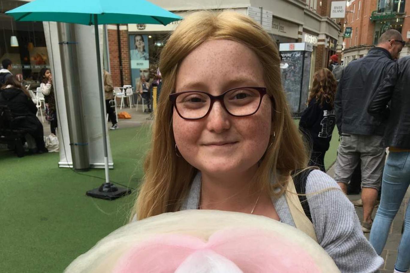 شابة بريطانية هي الأولى عالميا بالشفاء من عدوى بكتيريا خارقة بعلاج قوامه فيروسات معدلة وراثيا