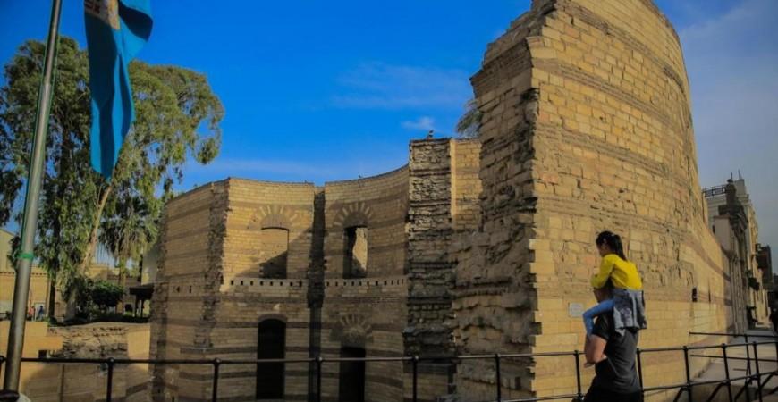 حصن بابليون بُني سنة 300 ميلادية لحماية ميناء القاهرة القديمة (الأناضول)