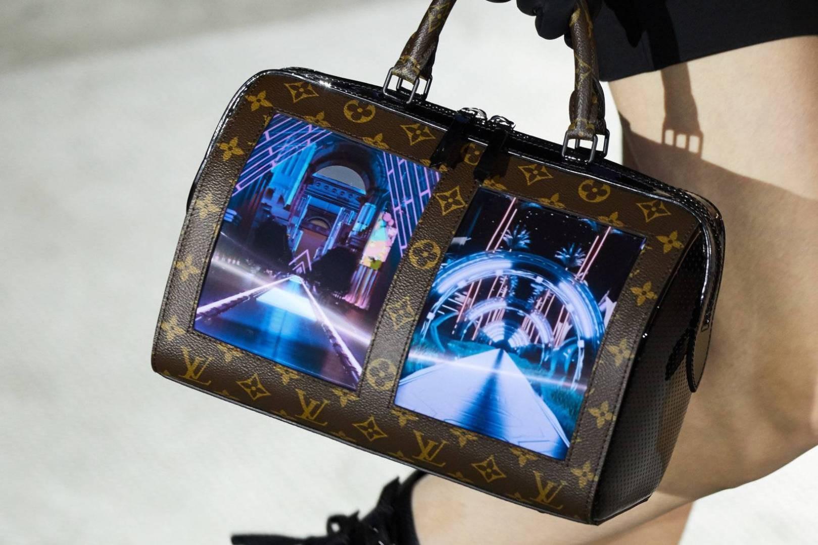 آخر صيحات الموضة من لويس فيتون: حقيبة يد بشاشتين