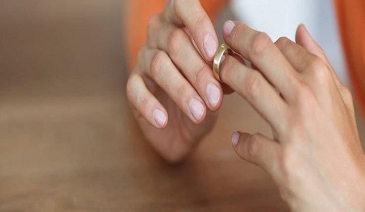 طلبت الخلع بعد تسع ساعات من زفافها بسبب تغير مدينة شهر العسل