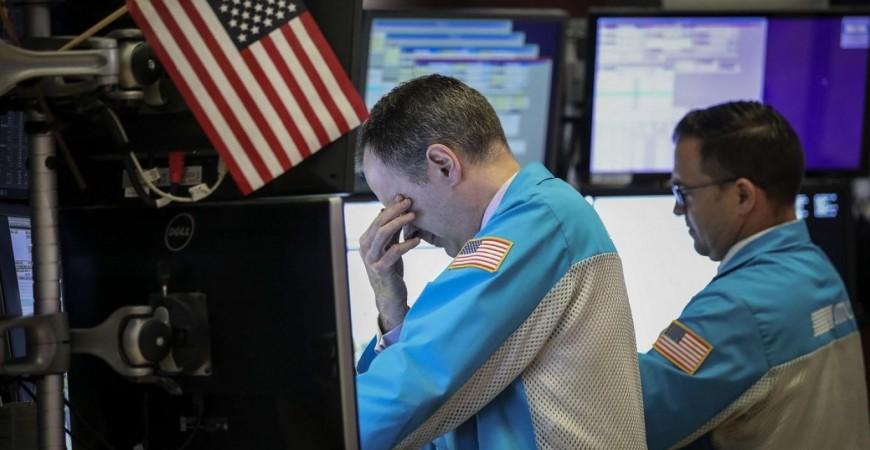 متداولون قبل الجرس الختامي في بورصة نيويورك للأوراق المالية (أ.ف.ب)