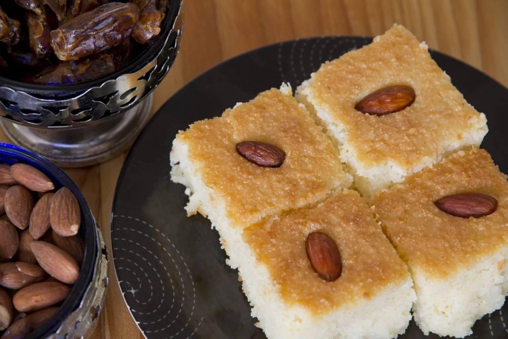 البسبوسة بالتمر على مائدة رمضان: حلوى شهية سرّها في 5 خطوات