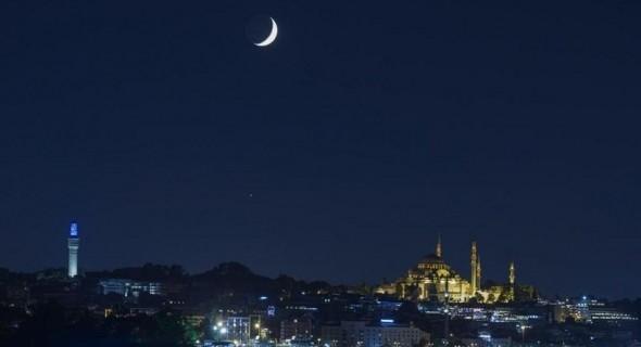 12 دولة عربية تُحدد موعد عيد الفطر فلكيًا