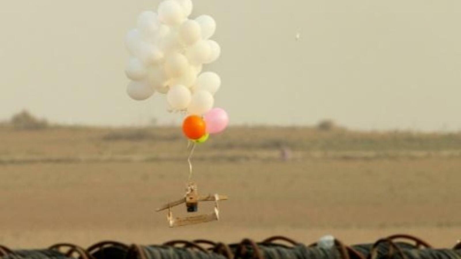 بالون متفجر من غزة يحط في قاعدة عسكرية إسرائيلية