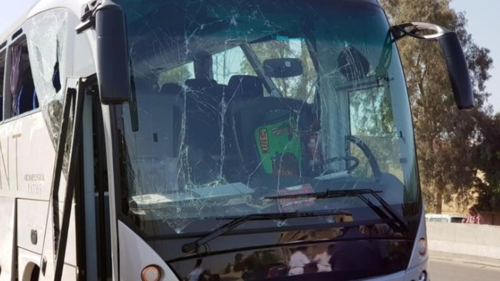 انفجار يستهدف حافلة سياحية غربي القاهرة