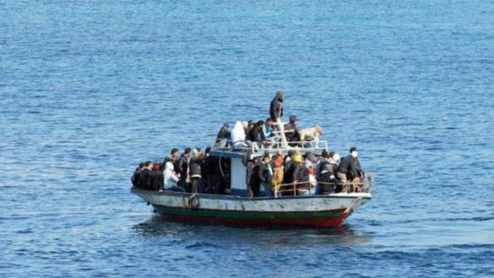 فرنسا:خفر السواحل يمنعون 9 إيرانيين من العبور لبريطانيا