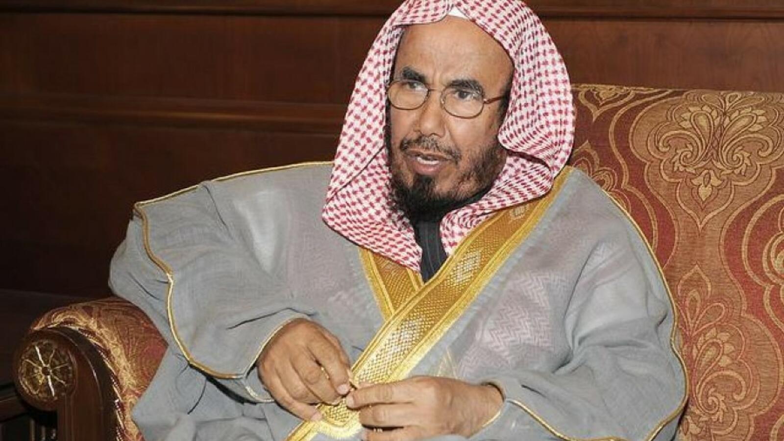 شيخ سعودي يحرم المسلسلات.. ولكن!