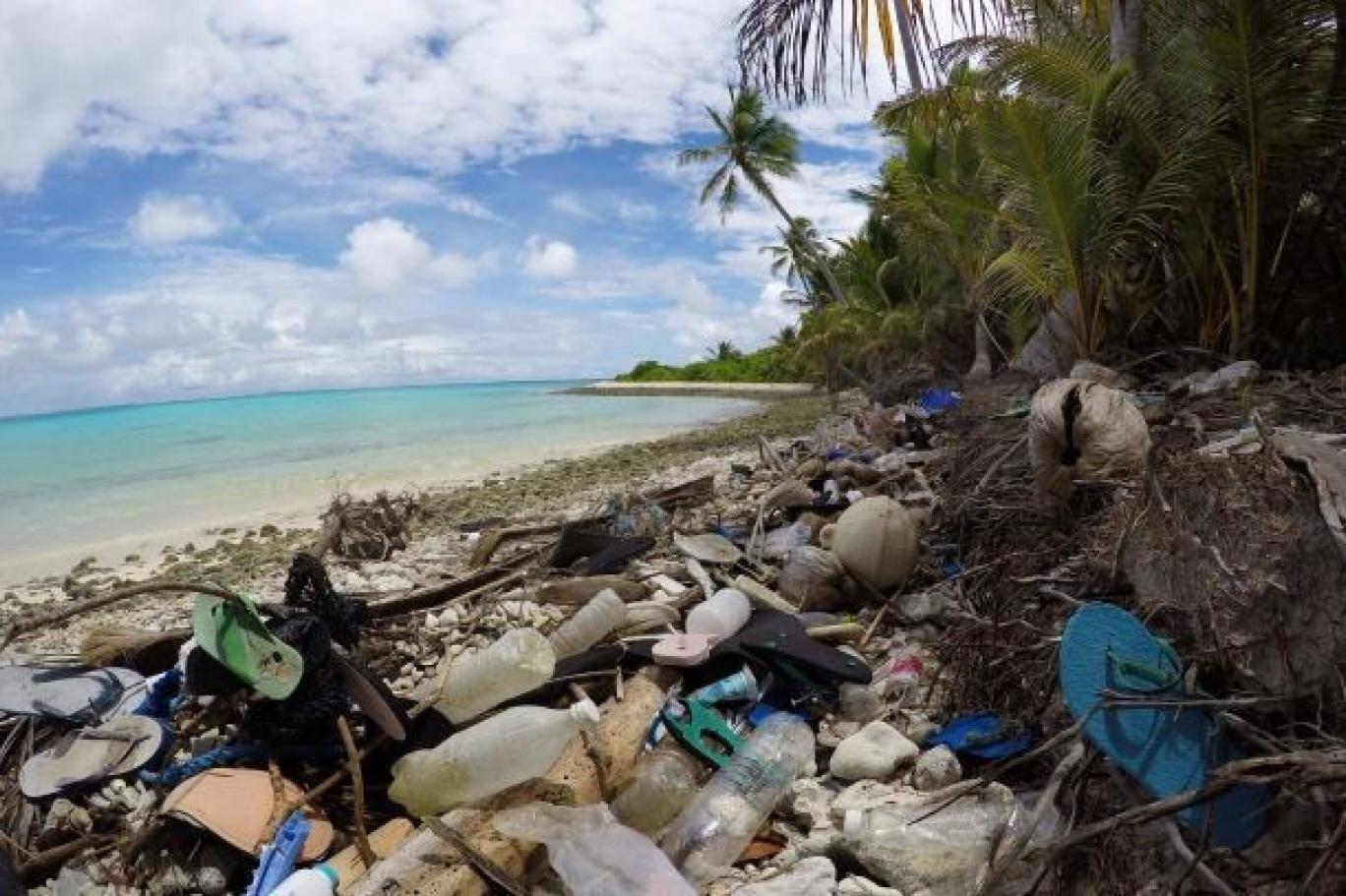 جزر أسترالية أجواؤها شاعرية لكنها تختنق بمئات الملايين من قطع بلاستيك