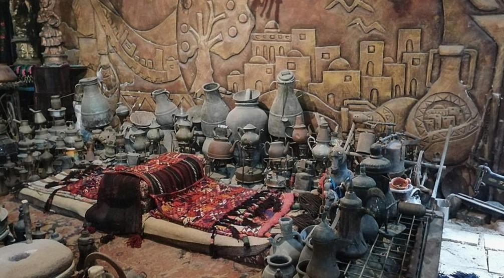 يضم 10 آلاف قطعة.. متحف لخمس حضارات داخل سرداب بغزة