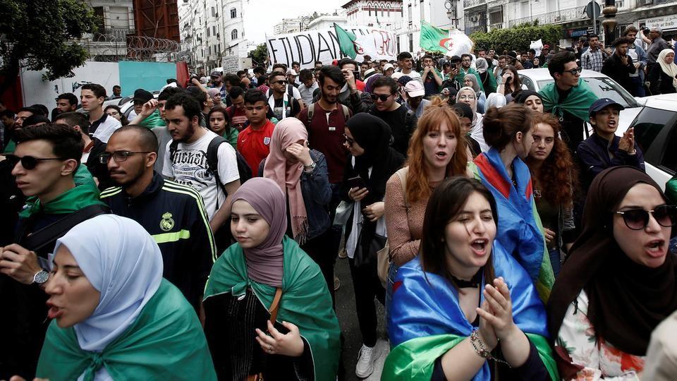طلاب الجزائر في الشوارع مجدداً.. رفضاً لانتخابات يوليو