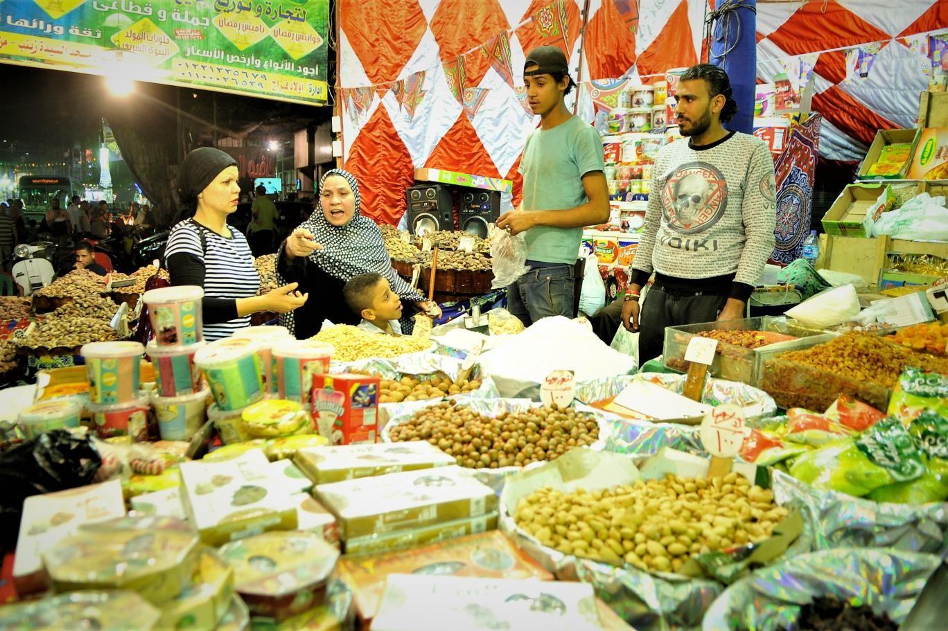 فاتورة استهلاك المصريين في رمضان... من الصوم إلى التخمة