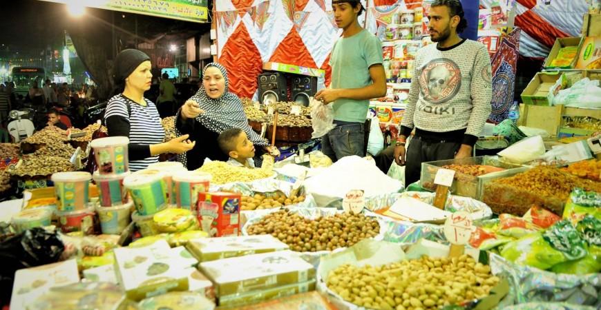 أغلب الأسر المصرية تغيّر عاداتها الغذائية ونمطها الاستهلاكي في شهر رمضان