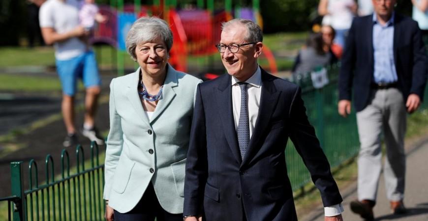ترى بريطانيات كثيرات أن خطة تيريزا ماي بشأن بريكست تحمل مخاطر شتى على مسار حياتهن وصحتهن (وكالة أ. ب)