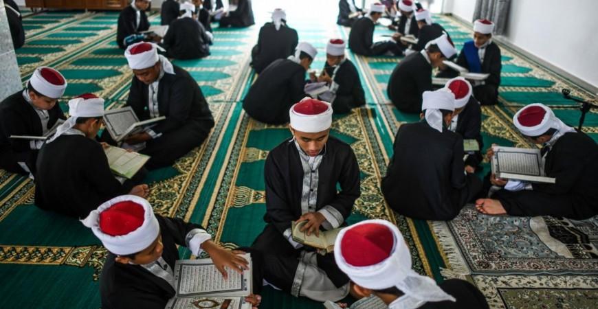 ماليزيون يحيون ذكرى نزول القرآن الكريم