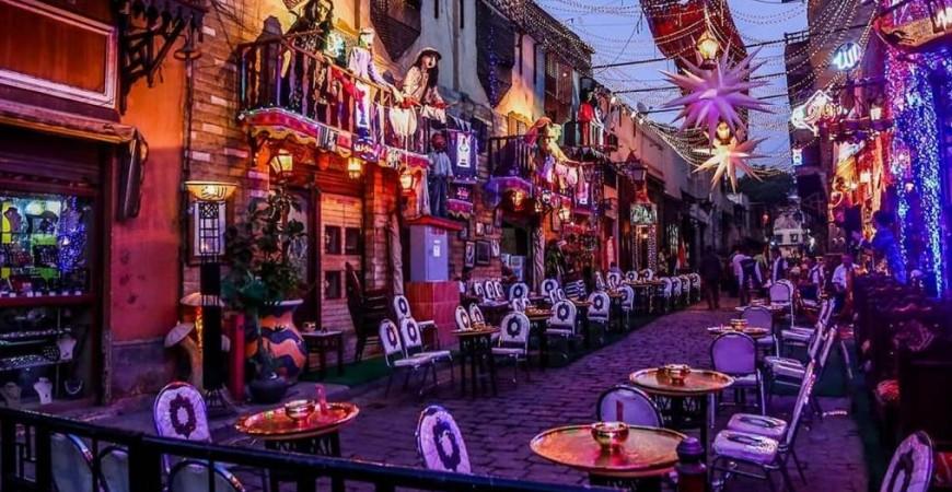 أجواء فردية ومميزة لشهر رمضان في شارع المعز لدين الله الفاطمي (مواقع التواصل)
