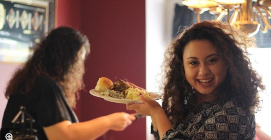 اتباع حمية غذائية صحية يمكن أن يفقدك الكيلوغرامات المكتسبة في رمضان (بيكسابي)
