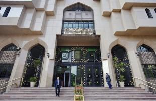 """هل يُدير """"المركزي المصري"""" قفزات الجنيه الاستثنائية مقابل الدولار؟"""