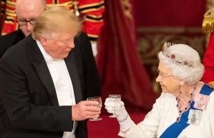 ترامب يكسر البروتوكول بوضع يده على جسد الملكة إليزابيث (فيديو)