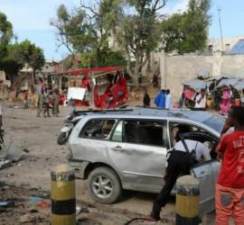مقتل 8 شرطيين كينيين بانفجار لغم قرب الحدود مع الصومال