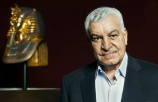 """الدكتور زاهي حواس يوقع كتابه """"أسرار مصر"""""""