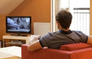 مشاهدة التلفزيون 4 ساعات يومياً يزيد فرص الوفاة بالقلب