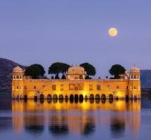 تأملوا الجمال المدهش لقصر الماء في جايبور في الهند (غيتي)