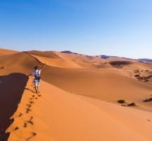 تبختروا فوق الكثبان الرملية في ناميبيا (غيتي)