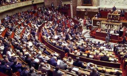 فرنسا تتجه لإعلان الحرب على خطاب الكراهية بالإنترنت