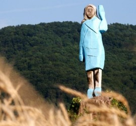 تمثال ساخر لميلانيا ترامب بمسقط رأسها