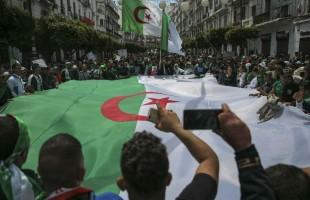 تغييرات تطال خمسة قادة في الجيش الجزائري