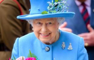 """""""الدماء"""" رفيق دائم للملكة إليزابيث الثانية في رحلاتها الخارجية.. تعرف على السبب!"""