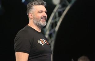 فارس كرم يفتح النار على فنانين لبنانيين: (بدن دعس بالصرماية!!)