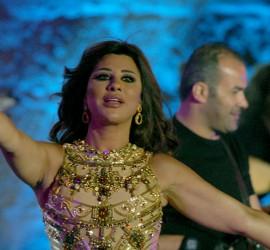 فيديو... اقتحام مسرح حفل نجوى كرم في سوريا