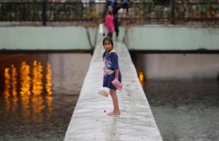 بالصور والفيديو... أمطار غزيرة وفيضانات تجتاح إسطنبول