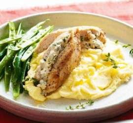 طريقة تحضير الدجاج المحشو بجبنة الفيتا: طبق مبتكر اليوم على الغداء!