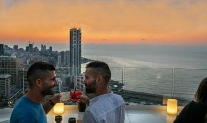 دعارة بالألوان... القبض على مثليين في حفل بالأردن (صور)