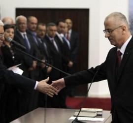 الرئيس محمود عباس يُنهي خدمات جميع مستشاريه.. ما القصة؟