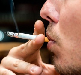تعد من أنواع العنف المنزلي.. التدخين في المنزل جريمة في تايلاند