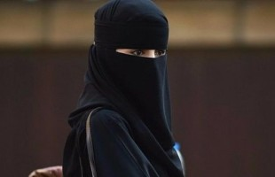 شاب يتحرش جنسيًا بفتاة مُنقبة في السعودية.. ومغردون يطالبون بمعاقبته