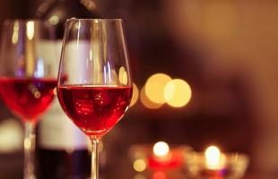 واشنطن لا تزال تدرس فرض رسوم على النبيذ الفرنسي