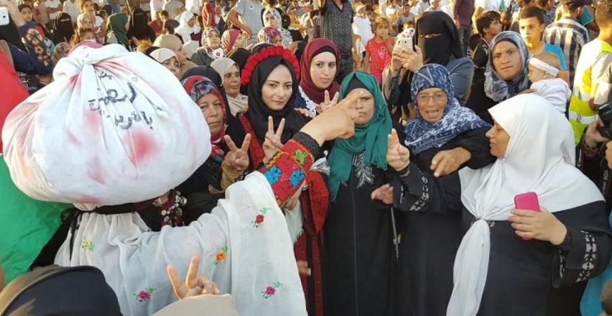 زفة عروس قرب حدود غزة ضمن فعاليات مسيرة العودة (مواقع التواصل)