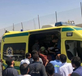 """فيديو يوثق لحظة سقوط """"ميكروباص"""" من أعلى جسر في القاهرة"""