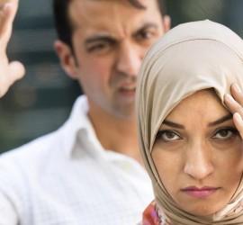 إثباتًا لرجولتهم.. فنان عربي يدعو الأزواج إلى ضرب النساء