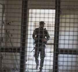 """انفجار سيارة مفخخة بالقرب من سجن يضم المئات من تنظيم """"داعش"""" في الحسكة السورية"""