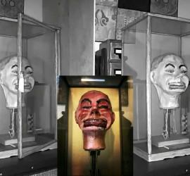 صنعها سجين ألماني سابق.. دمية الحرب العالمية الثانية الملعونة تحرك فمها وعينها!