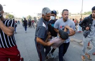 23 قتيلا وحرق مقرات حكومية وحزبية مع تجدد الاحتجاجات بالعراق