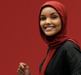 أشهر عارضة محجبة تشارك في فعاليات موسم الرياض